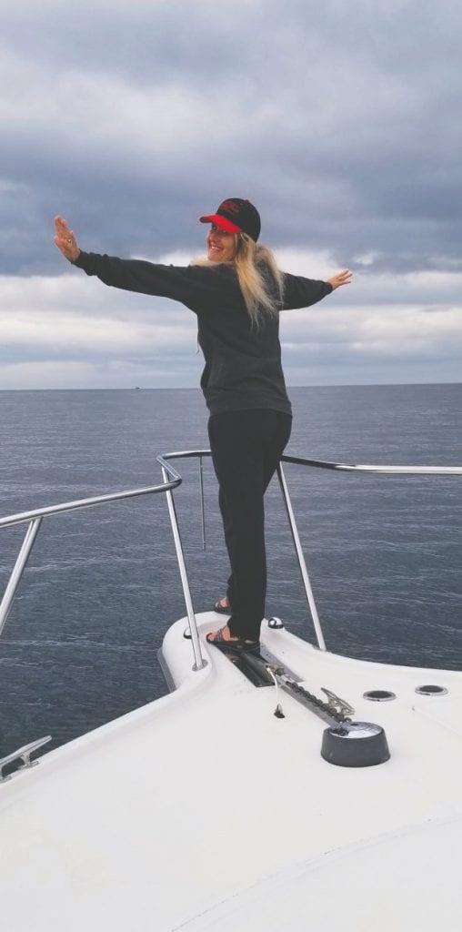 Dana poses like Rose on the Titanic