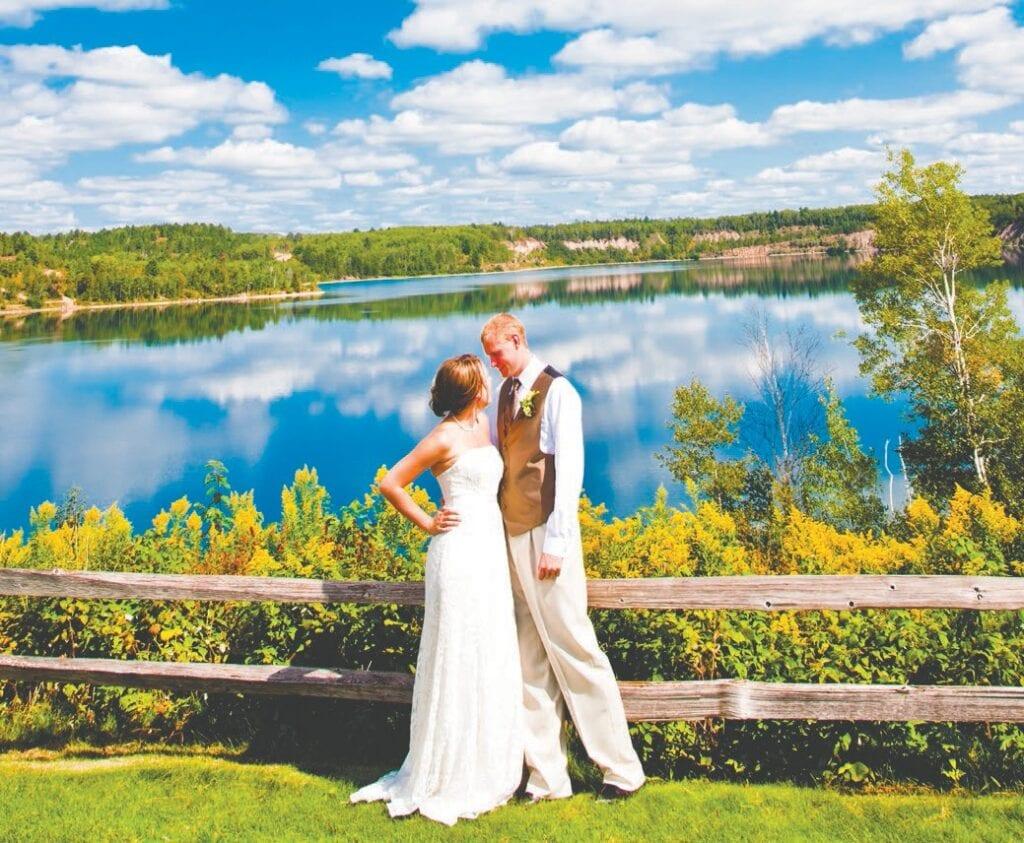 Le site de cérémonie de la carrière à Giants Ridge est un lieu de mariage magnifique et est vraiment un endroit unique pour se marier. Photo gracieuseté de Giants Ridge.